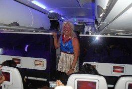 Primo maggio: il fondatore di Virgin hostess per un giorno
