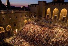 Avignone veste l'abito da sera per il Festival delle Arti
