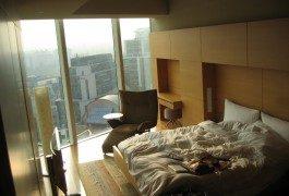 Le 4 cose da non fare in una camera d'albergo