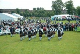 Competizione tra suonatori di cornamusa: un'autentica esperienza scozzese