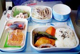 Compagnie aeree: la verità sul cibo a bordo