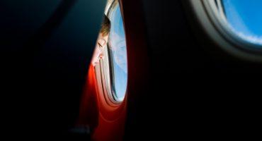 Ryanair utilizza il nastro adesivo per riparare un finestrino