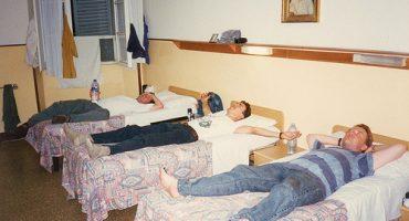 Notte in ostello: il compagno di stanza che non ti aspetti