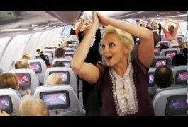 Le hostess Finnair ballano sulle note di Bollywood