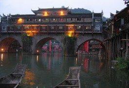 A Fenghuang: un viaggio all'ombra della fenice