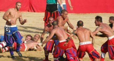 Appuntamento col Calcio Storico Fiorentino, l'antenato del Calcio