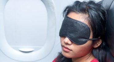 Le 5 regole d'oro per dormire bene in aereo