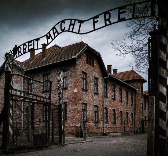 Auschwitz.jpg 2