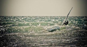 Windsurf e kitesurf: le migliori spiagge in Italia e all'estero