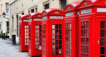 Le cabine telefoniche di Londra diventano verdi