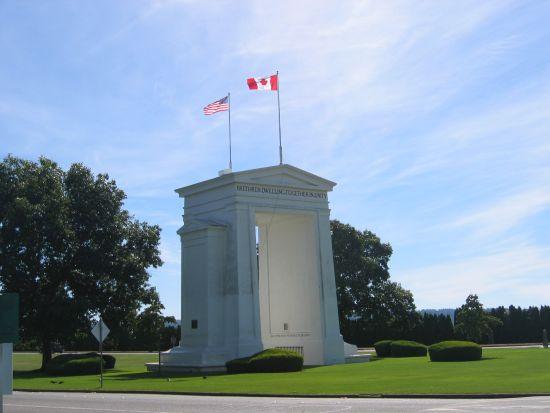 Il Peace Arch al confine fra USA e Canada