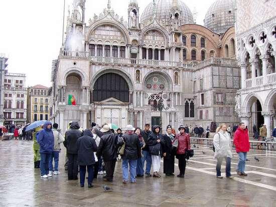 Sono circa 25 milioni i tirusti che ogni anno visitano Venezia