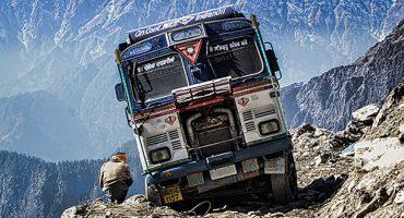 Il video del minibus sull'Himalaya….da vertigini!