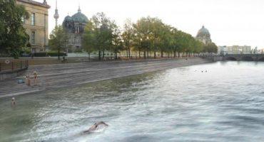 Berlino, una piscina gigante nella Sprea