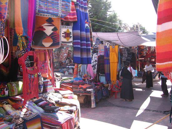 1024px-Otavalo_market