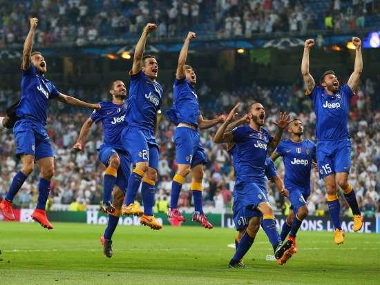 I giocatori juventini festeggiano l'accesso alla finalissima di Berlino