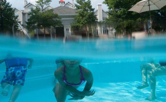 Jasmine underwater half and half