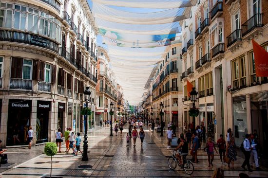 1024px-Calle_Marqués_de_Larios_under_cover_of_tents._Málaga,_Andalusia,_Spain,_Southeastern_Europe
