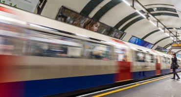 Londra: metro aperta anche di notte