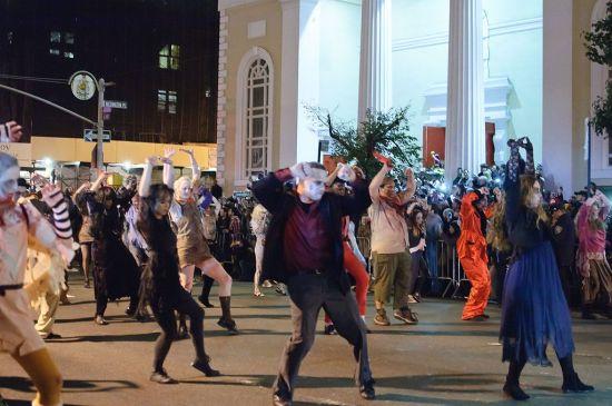 1024px-Greenwich_Village_Halloween_Parade_(6451249051)