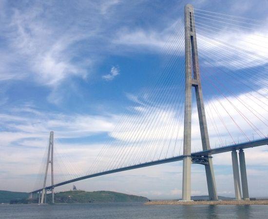 Il ponte dell'isola Russkij