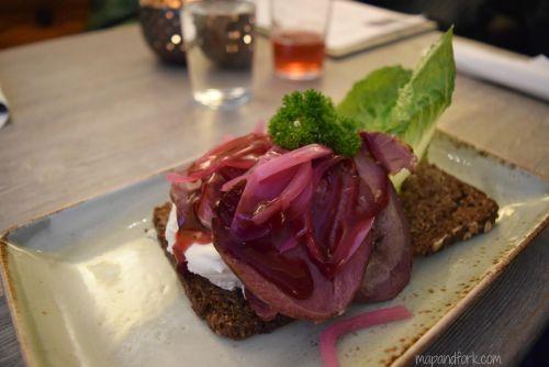 Smørrebrod con carne di renna