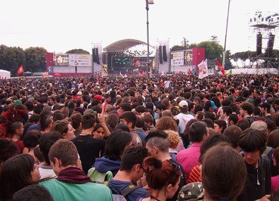 640px-Rome_concert_1-5-2007_crowd