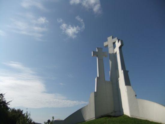 Monumento-tres-cruces