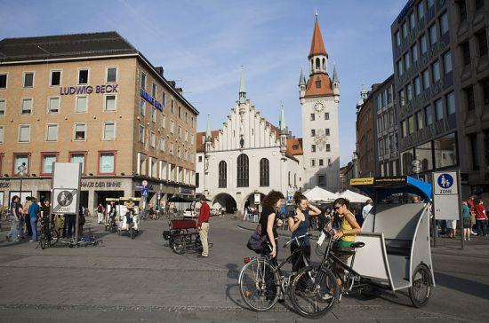 800px-Munich_-_Altes_Rathaus_-_7439