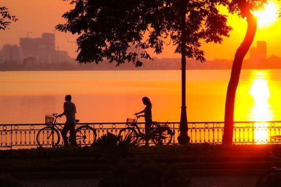 sunset-on-west-lake-1671353_960_720