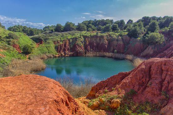 Lago della cava di bauxite