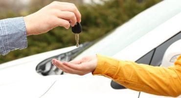 Come noleggiare un'auto senza carta di credito