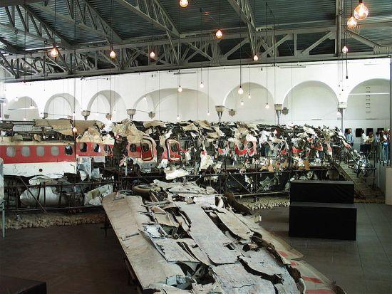 I resti dell'aereo passeggeri DC9